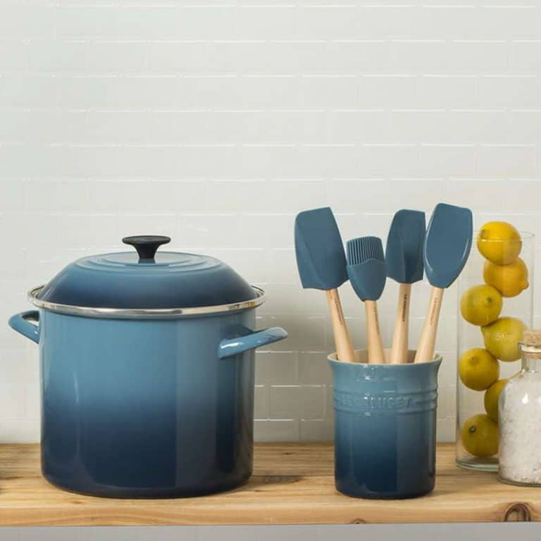 D. Enamel Pot Blue Bucket Deep Capacity